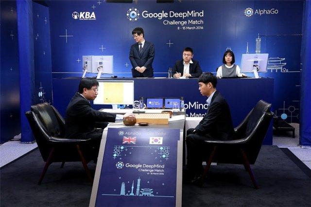 AlphaGo-Lee-Sedol-Aja-Huang.jpg van1